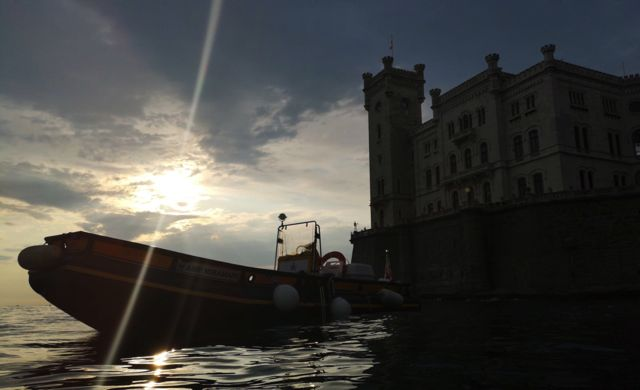 valona castello tramonto sc web