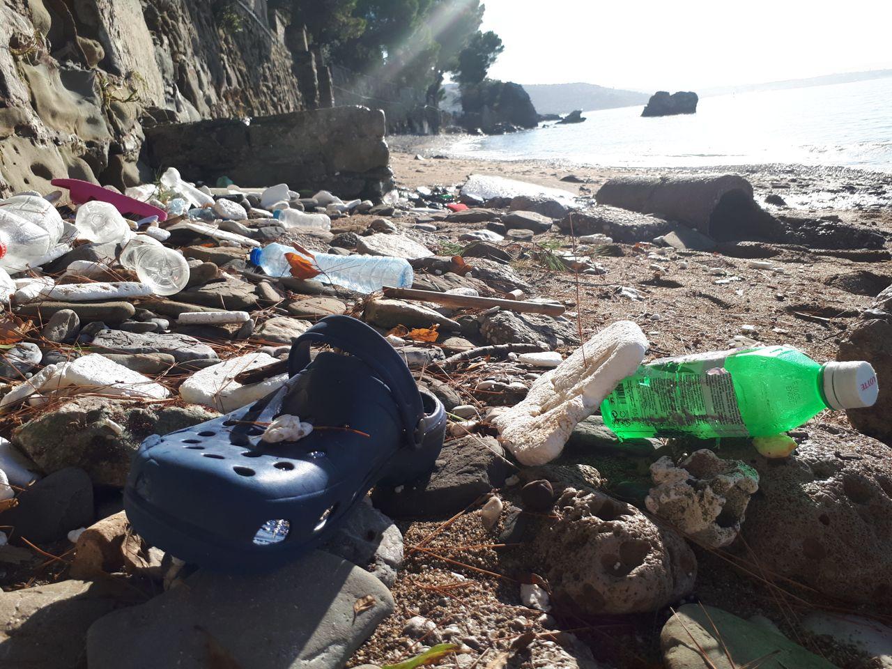 rifiuti spiaggetta